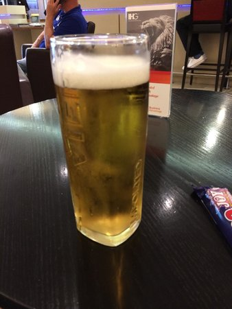 Holiday Inn Express East Midlands Airport: My free beer as a member of the IHG Rewards scheme.