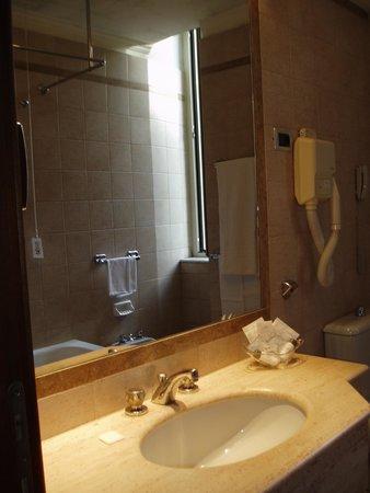 Hotel Savoy: 洗面台
