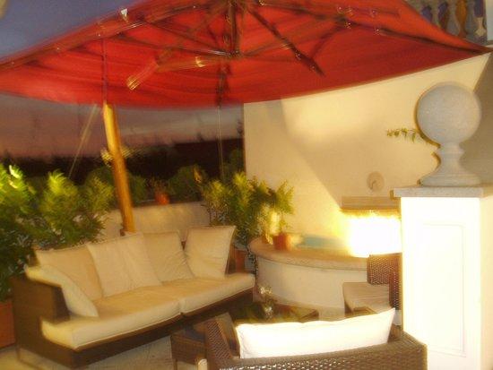 Hotel Savoy: ルーフテラスのソファー席