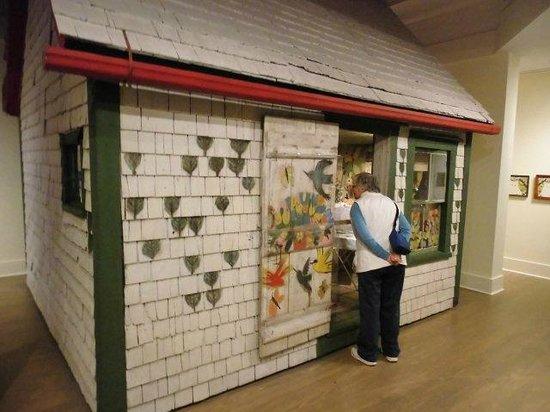 Art Gallery of Nova Scotia : Maud Lewis bunt bemaltes Haus - dieses und viel mehr Arbeiten sind in der Art Galerie zu bewunde
