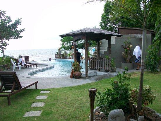 Sunset Bay Beach Resort: Exterior