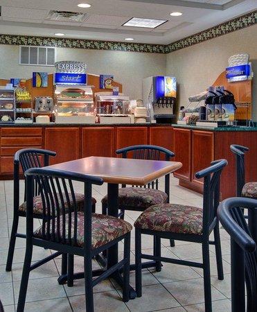Holiday Inn Express Cadillac : Breakfast Bar