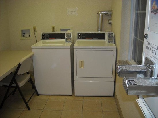Holiday Inn Express Cadillac : Guest laundry