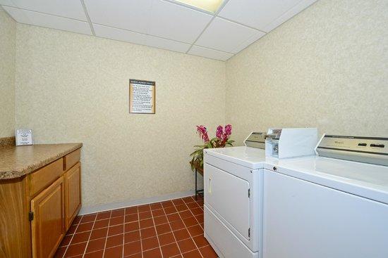 Comfort Inn Lancaster - Rockvale Outlets: Guest Laundry Room