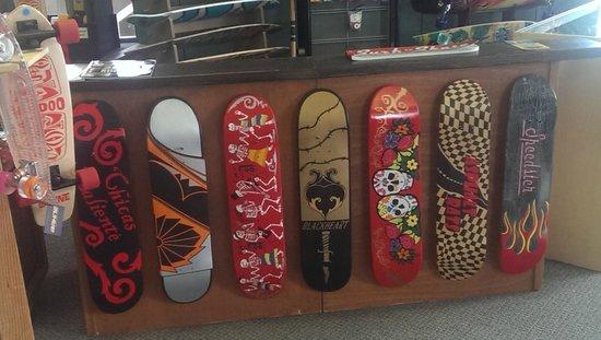 Morro Bay Skateboard Museum: grafiche su tavole