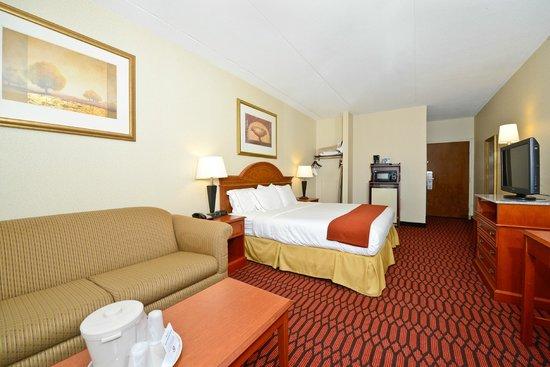 Comfort Inn Lancaster - Rockvale Outlets: King Room with Sofa Bed