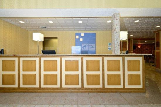 Comfort Inn Lancaster - Rockvale Outlets: Lobby View