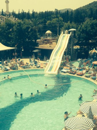 Candan Club Hotel: Pool and slide