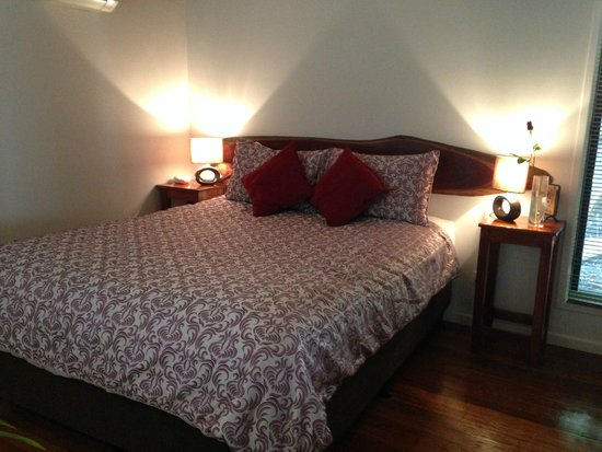Hunchy Hideaway: Bed was very comfy and warm with lots of space and pillows