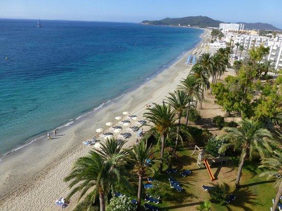 Hotel Playasol The New Algarb: vistas de la playa y piscina desde la habitacion