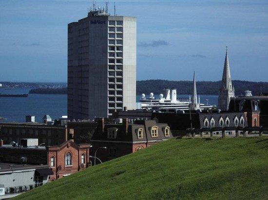 Zitadellenhügel: Blick vom Zitadellhügel zum Hafen