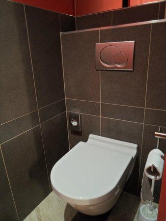 Hotel le Colombier : Toilet