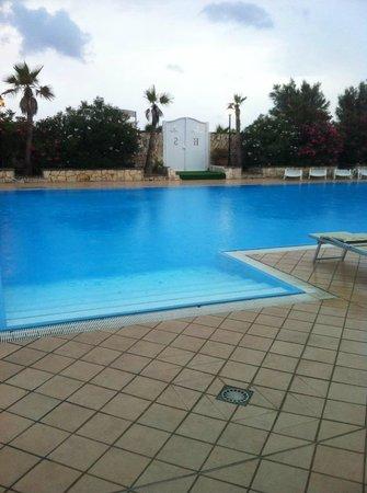 Hotel Club Sabbiadoro: piscina sotto la pioggia