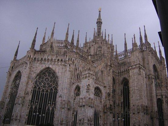 Catedral (Duomo): ドゥオーモ広場から