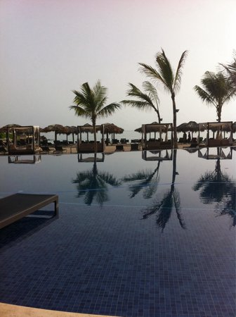 Royalton White Sands Resort : Early morning around the pool