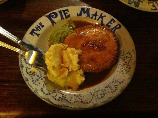 The Pie Maker : Yummy Pie with devine gravy!