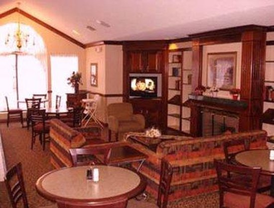 Quality Inn & Suites: Lobby Lounge