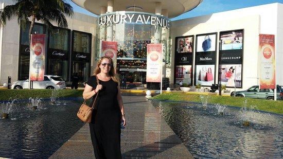 Kukulcan Plaza: Otimo Shopping