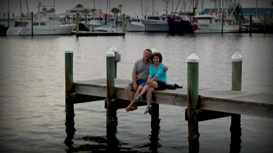 Uncle Ernie's Bayfront Grill: The little dock where you feed the fish