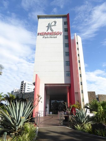 Hennessy Park Hotel : Entry