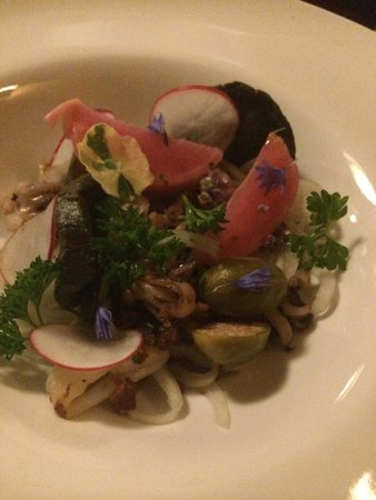 Hourglass Brasserie: Char grilled squid