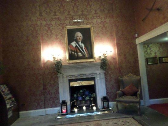 Melville Castle: Entrance hall
