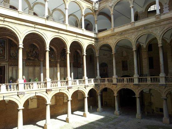Palazzo dei Normanni: Un cortile interno