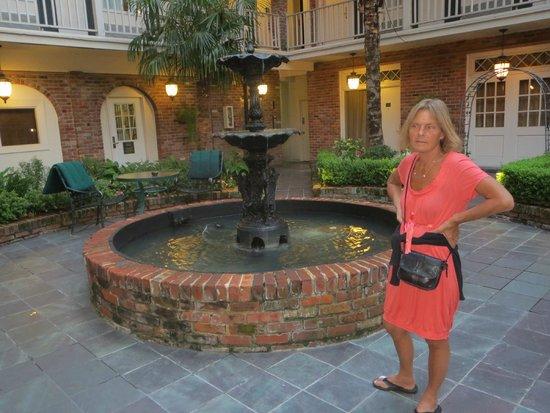 Best Western Plus French Quarter Landmark Hotel: Hyggelig gårdhave
