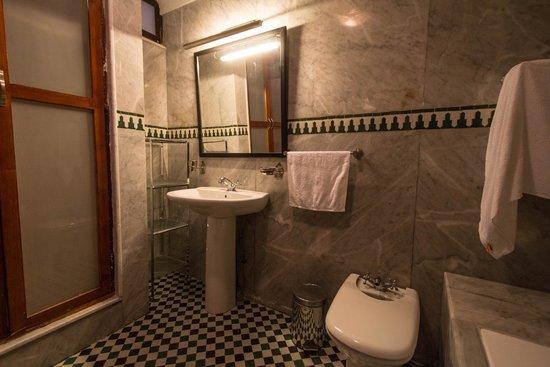 Riad Noujoum Medina : Bathroom