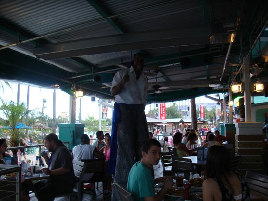 Universal CityWalk: Entertainment here and there