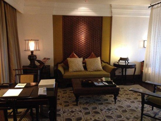The St. Regis Bali Resort: Living room in suite