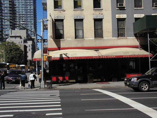 Il Punto Ristorante: 9th Ave / Ecke 38. Strasse das Restaurant Il Punto