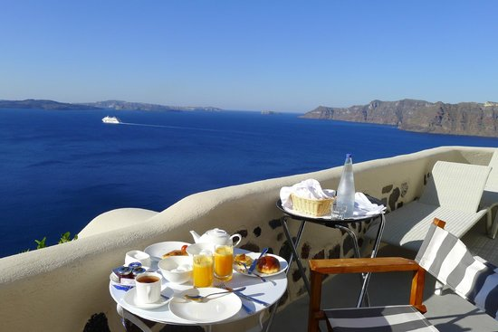 Pezoules: Breakfast on our terrace every morning