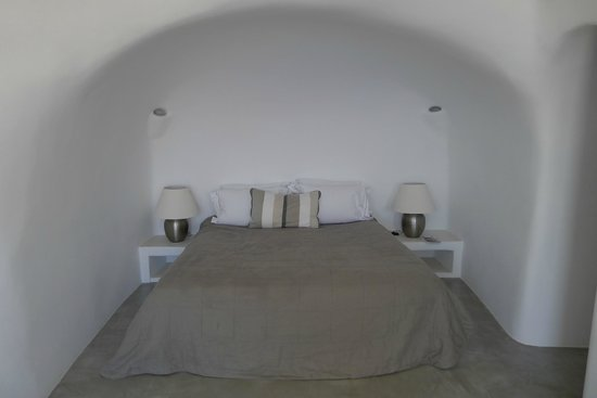 Pezoules: Bedroom, lighting great and bed super comfortable