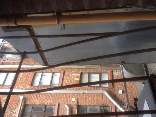Royal Seabank Hotel: Kitchen fan outside our window