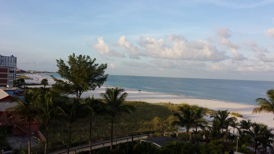 Grand Plaza Beachfront Resort Hotel & Conference Center: View from balcony