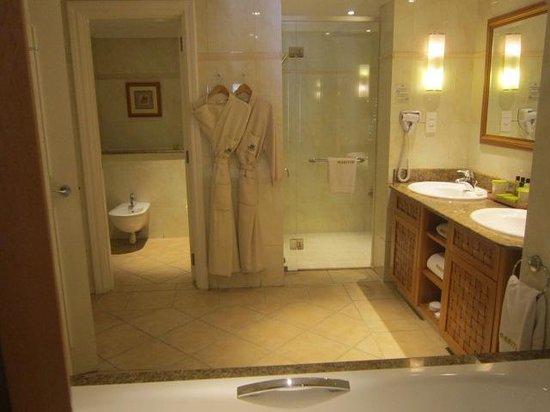 Maritim Resort & Spa Mauritius : the bathroom