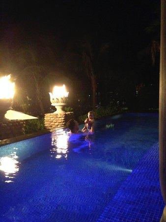 InterContinental Danang Sun Peninsula Resort : Pool villa with fire torches