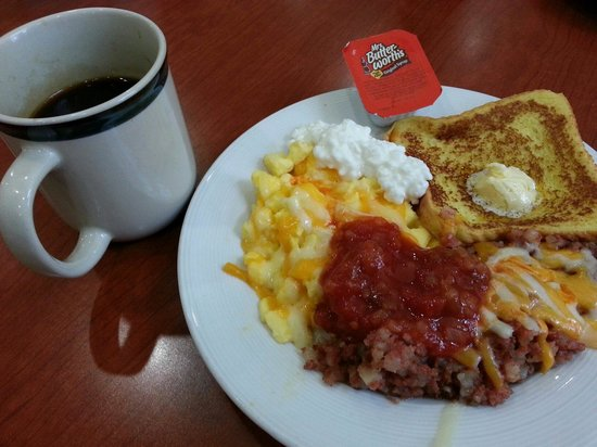Sonesta ES Suites Schaumburg: Our Saturday's breakfast. There were also cereals, pastries, fruits, juice, toasts, etc.