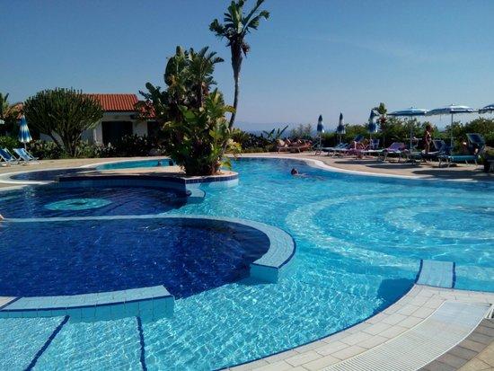 Hotel Il Gattopardo: Piscina - angolo idromassaggio