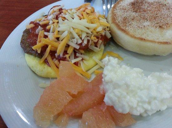 Sonesta ES Suites Schaumburg : This Friday's breakfast.  A little variety everyday.