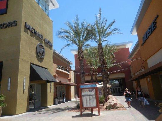 Las Vegas Premium Outlets - South : Also some electronics shops