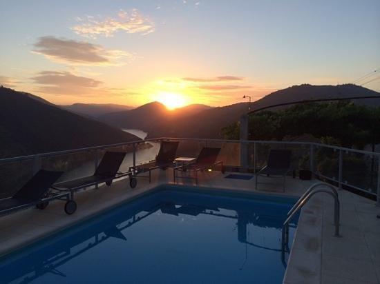 Quinta de Santo Antonio : sunrise at the pool