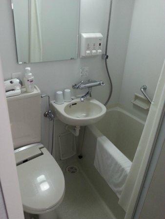 E Hotel Higashi Shinjuku: Baño