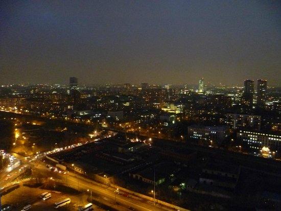 Izmailovo Gamma Delta: Ночной вид из окна
