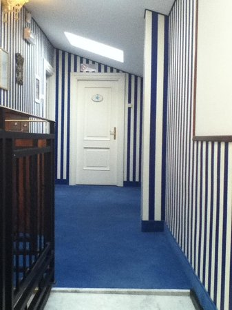 Hotel Navy: Couloir