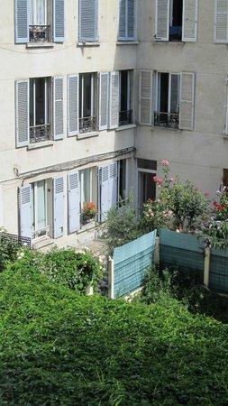 Hotel Montparnasse Daguerre : courtyard