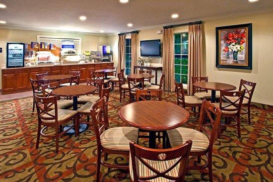 Holiday Inn Express Niceville - Eglin AFB: Breakfast Area Holiday Inn Express Niceville-Eglin AFB