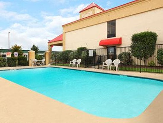 Ramada La Vergne: Pool