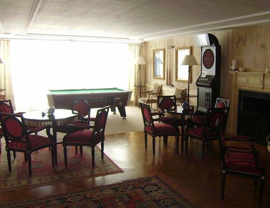Los Monteros Spa & Golf Resort GL : games area of bar